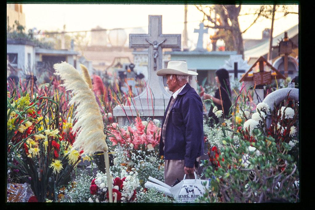 Fete des morts à Mexico - Vieux au chapeau