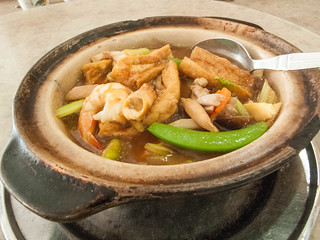 054 海鲜煲 - seafood in a claypot