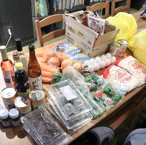 材料いろいろ。野菜とお酒と虫。