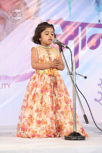 Devotional song by Baby Simran Parkar