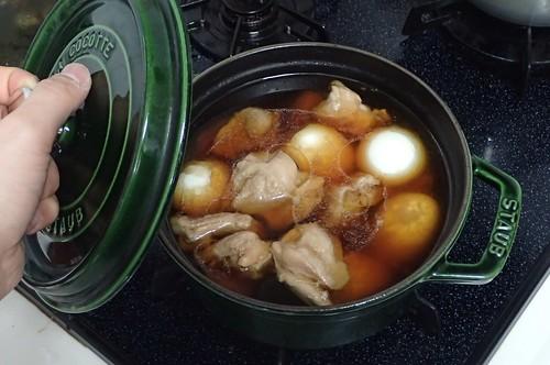 鶏モモと半熟卵の酢煮