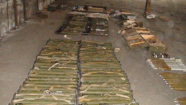 На Запоріжжі СБУ виявила великий арсенал зброї та боєприпасів _1