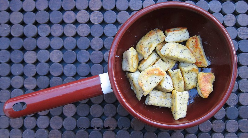 kopytka z makiem i oliwą szałwiową