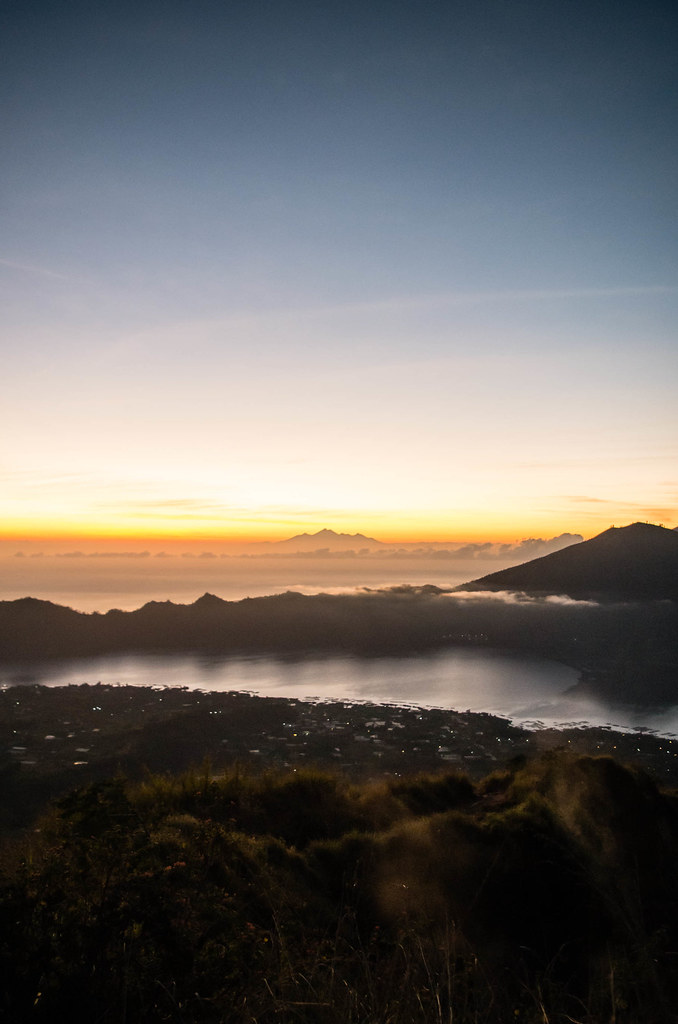 Sunrise : Soleil Levant sur Lac de Brume un Matin sur le Volcan