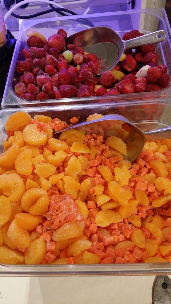 """#HummerCatering #Eventcatering #Adidas #Boostyourrun #Smoothie #Aktion. Frisch zubereitete Smoothies von unserer Smoothiebar im Dodenhof in Posthausen.  Smoothies 1: Karotte mit Mandarinen, Banane und Joghurt  Smoothie 2: tropische Früchte mit Erdbeeren, • <a style=""""font-size:0.8em;"""" href=""""http://www.flickr.com/photos/69233503@N08/15315567479/"""" target=""""_blank"""">View on Flickr</a>"""