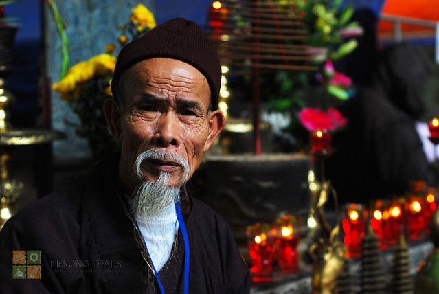 old-man-at-perfume-pagoda