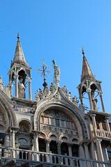 Arcade et clochetons situés au nord de la basilique Saint-Marc à Venise