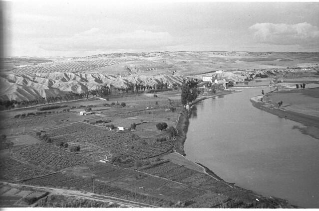 El Tajo y la Playa de Safont en Toledo a mediados del siglo XX. Fotografía de Roberto Kallmeyer © Filmoteca de Castilla y León. Fondo Arqueología de Imágenes
