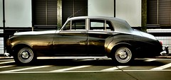 rolls-royce(0.0), rolls-royce phantom vi(0.0), rolls-royce phantom v(0.0), automobile(1.0), automotive exterior(1.0), bentley s2(1.0), wheel(1.0), vehicle(1.0), bentley s1(1.0), automotive design(1.0), rolls-royce silver cloud(1.0), full-size car(1.0), mid-size car(1.0), compact car(1.0), antique car(1.0), sedan(1.0), classic car(1.0), vintage car(1.0), land vehicle(1.0), luxury vehicle(1.0),