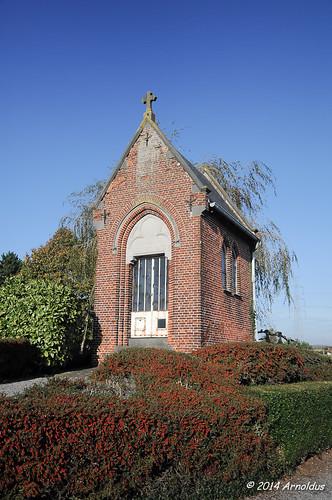 DSC_0429 - Kerkhofkapel in Anzegem - Cemetery Chapel in Anzegem