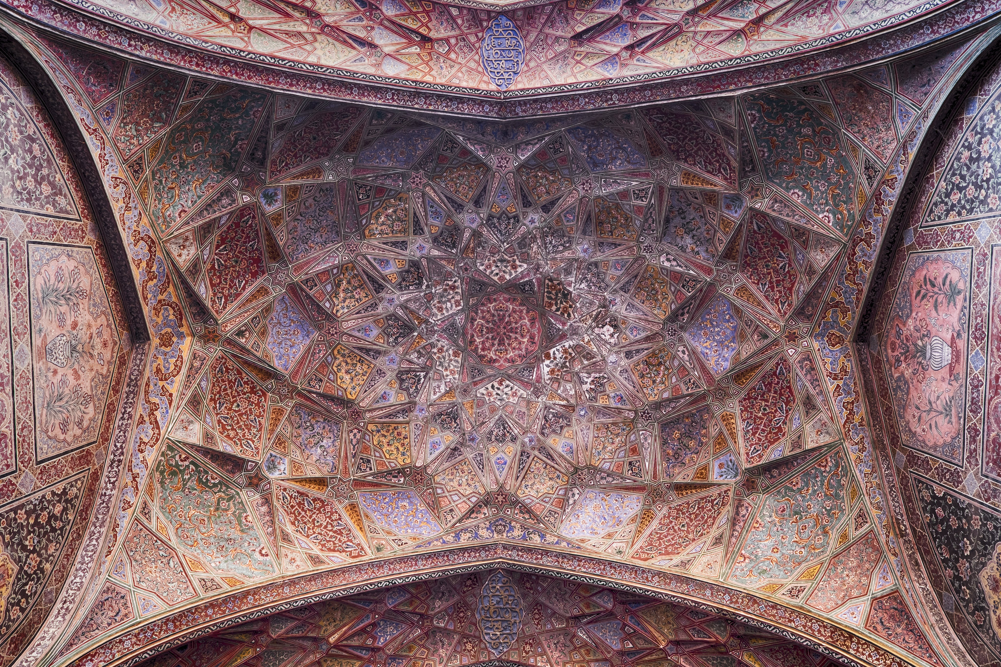 Underneath the dome of the Wazir Khan Mosque in Lahore, Pakistan [2048x1365]