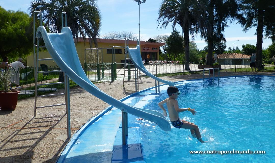Disfrutando de lo lindo en las piscinas de Guaviyu