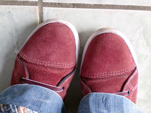 red shoes¹