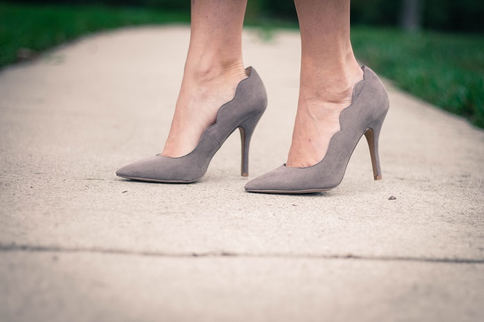 grey pumps. chinese laundry scallopped heels va darling. dc style fashion blogger. 10