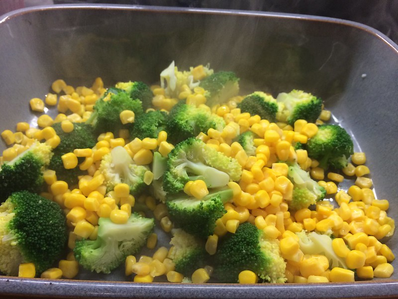 Chicken and Mushroom Pie : Place the broccoli and sweetcorn in a serving dish