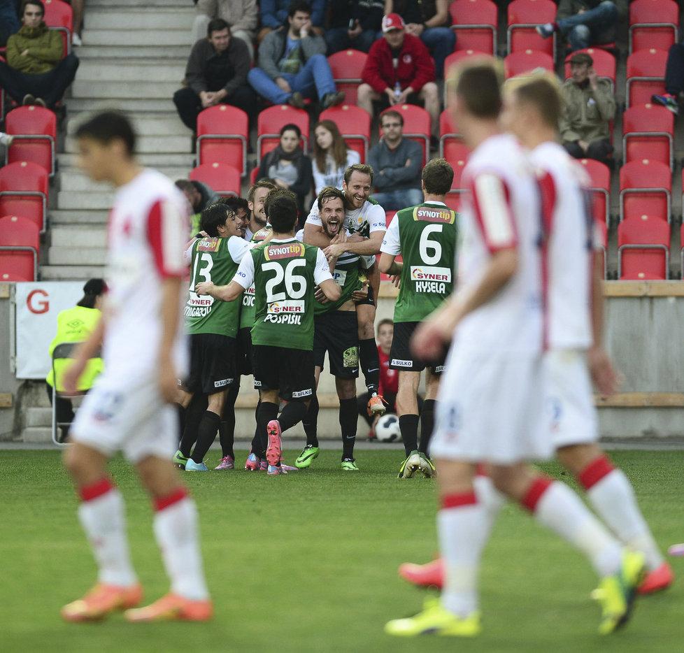 141018_CZE_Slavia_Praha_v_Baumit_Jablonec_1_1_Jablonec_players_celebrate