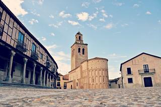 http://hojeconhecemos.blogspot.com.es/2001/11/guia-de-arevalo.html