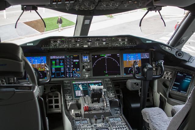 787 ZA003 Cockpit