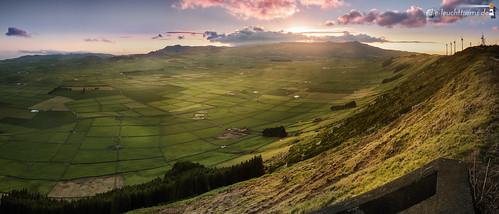 sunset panorama portugal horizontal meer europa europe sonnenuntergang terceira vulcano azores açores atlantik vulkan azoren oceansea querformat ilhaterceira serradocume 7x3 21x9 235x100 caldeiradoguilhermemoniz serradomoriao