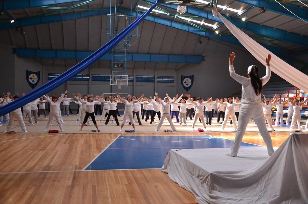 Clase de Yoga Terapéutica contó con la participación de 80 socios
