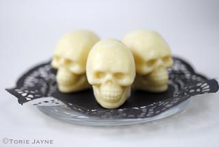 homemade white chocolate skulls