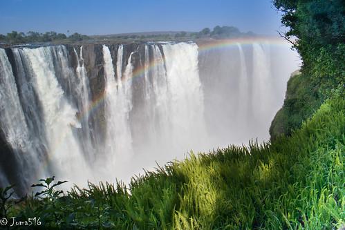 rainbow victoria falls zimbabwe afrika gras regenbogen sambesi wasserfälle