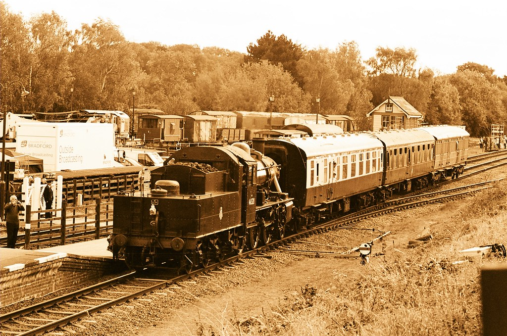 46521, Ivatt class 2 with local set, Quorn & Woodhouse, 3rd October 2014