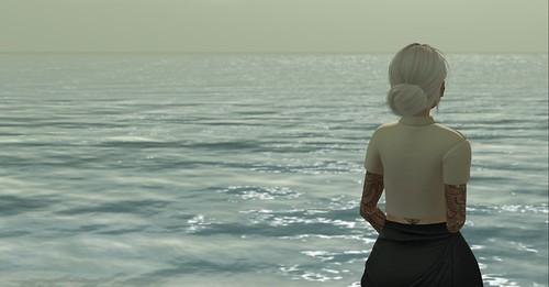 Onyx Skye and the sea