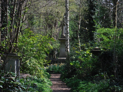 Abney Park Cemetery (V), with Isaac Watts Monument