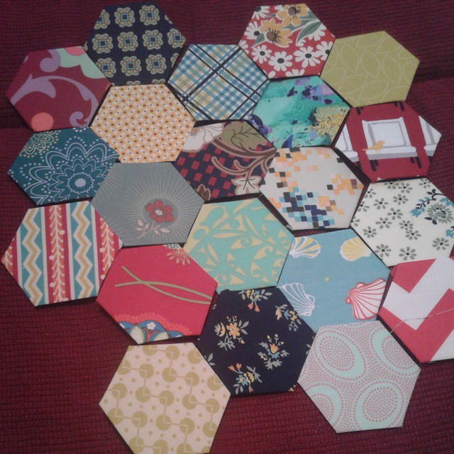 So many projects I should be getting on with but all I can do is baste hexies!