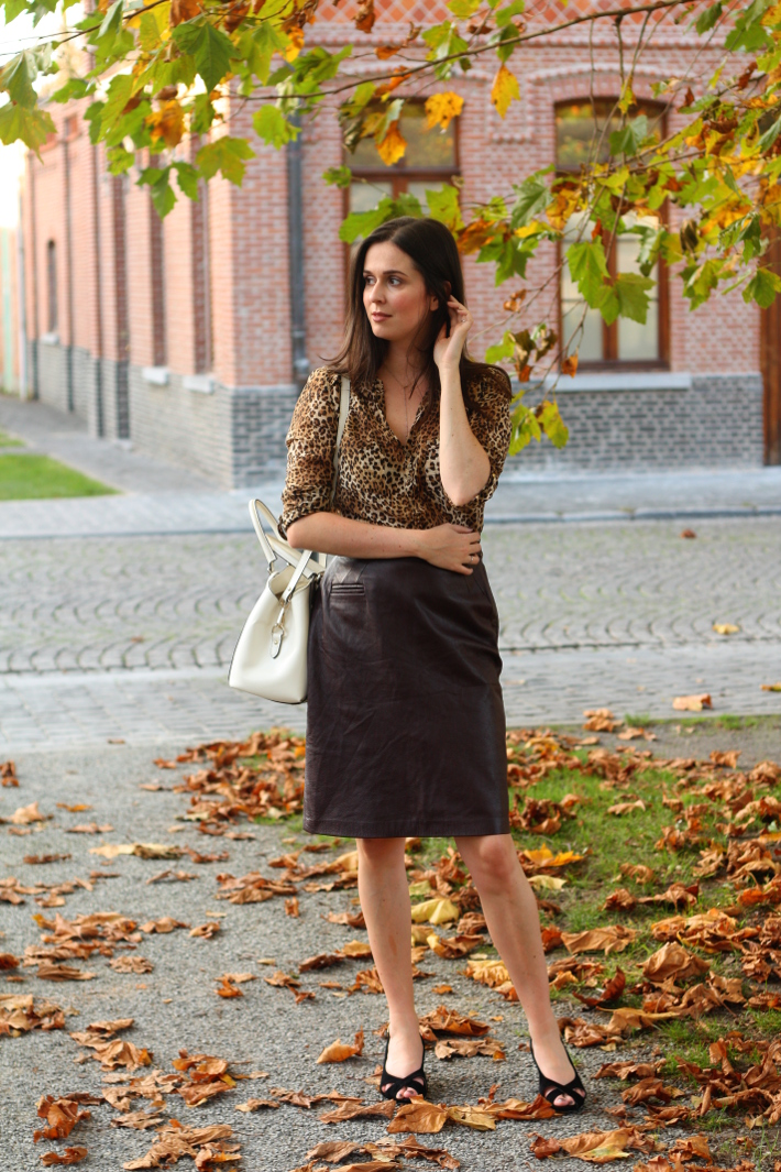 outfit leopard leather skirt