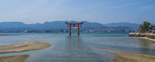 japan temple shrine unesco hiroshima torii tempel itsukushima pagode herten hatsukaichi gojunoto toegangspoort boeddhistischetempel heiligdom itsukushimaschrijn hiroshimabay daishōin myajimaisland itsukushimaschrine
