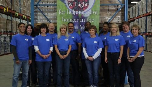 DPu0026L And Local 175 Employees Volunteering At The Foodbank