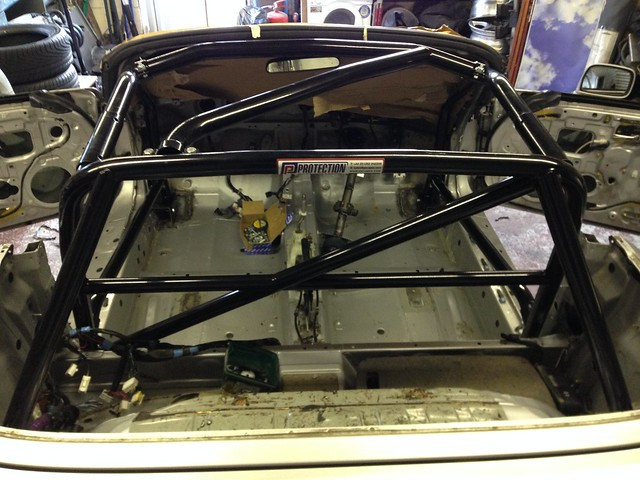Roadster cage instal