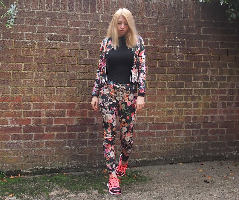 Suit, Winter Florals, How to Wear Trainers, AW14, UK Fashion Blog, London Style Blogger, Sam Muses