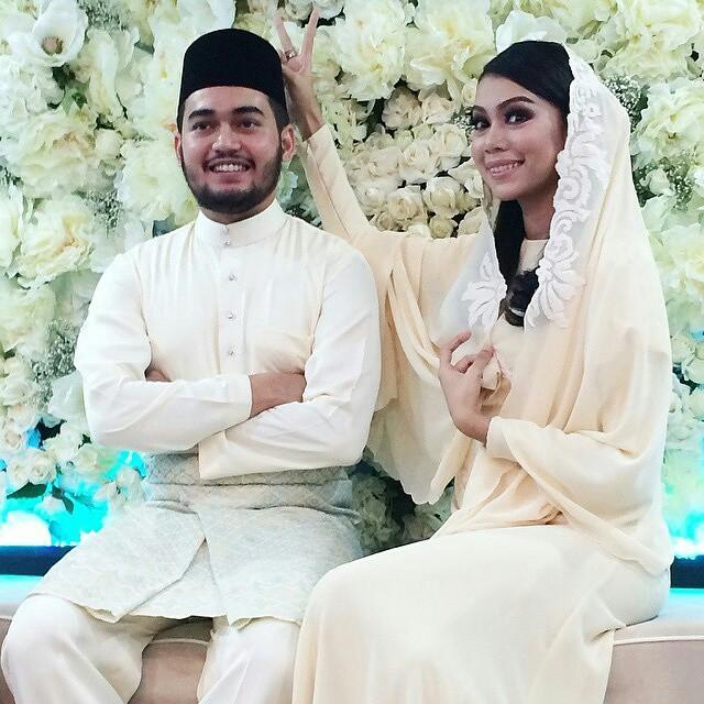 #LiveUpdate : Selamat sudah langsungnya majlis pertunangan Sharifah Sakinah & Aliff Adha pd malam ni. Semoga bahagia ke jinjang pelamin dan sampai bila-bila yek. Pada tunang Kinah, semoga dapat sabar dgn kerenah Kinah yg kekadang loklak tu yek. Selamat be