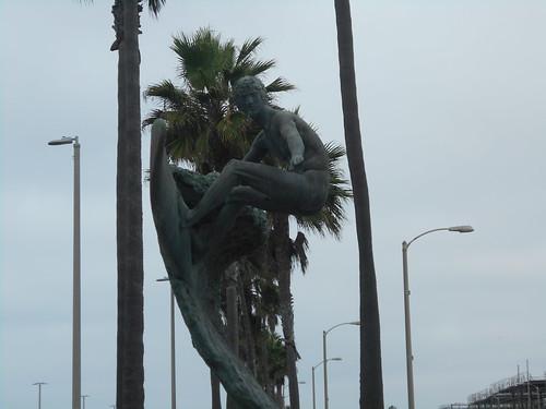 naked surfer statue (2)
