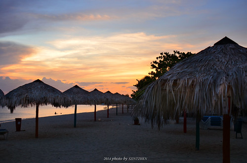 sunset beach cuba trinidad 日落 caribbeansea sunglow 海灘 playaancón 火燒雲 古巴 加勒比海 brisastrinidaddelmar 德里尼達
