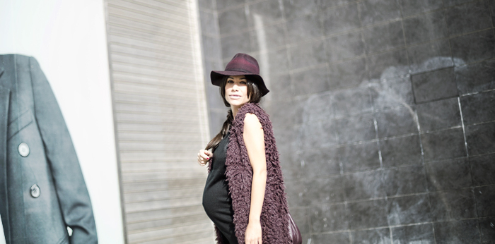 street style barbara crespo burgundy and black the corner shop vest hat marc by marc jacobs fashion blogger outfit blog de moda