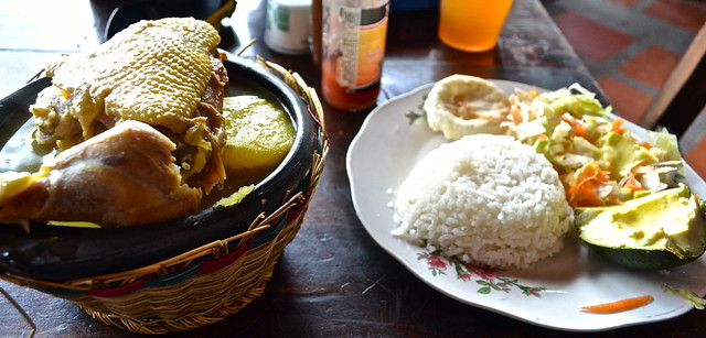 ancocho de gallina - traditional colombian food