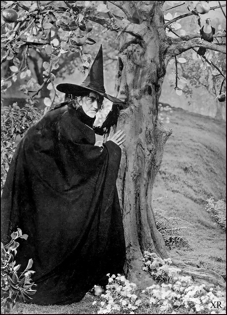 1939 ... witch in waiting!