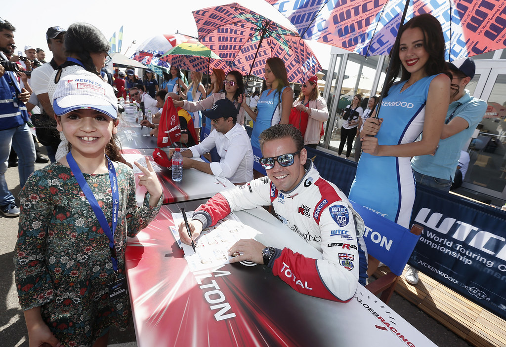 CHILTON Tom (GBR) Citroen C Elysée team Sébastien Loeb Racing ambiance portrait AUTOGRAPH SESSION AMBIANCE during the 2017 FIA WTCC World Touring Car Race of Morocco at Marrakech, from April 7 to 9 - Photo Jean Michel Le Meur / DPPI.