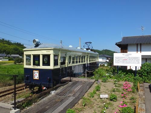 別所温泉駅で保存されている「丸窓電車」