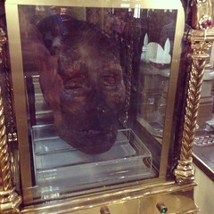 Saint Oliver Plunkett's petrified head in Saint Peter's Church, Drogheda #ireland #drogheda #oliverplunkett #decapitated #head #lookitup #saintoliver #jerkyhead #mummy #photooftheday #tagsforlikes #gross #all_shots #likeforlike #bestoftheday