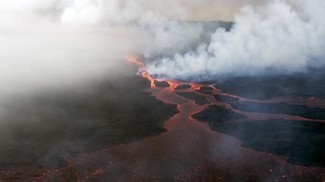 Reykjavik to Holuhraun: Flying over the volcano