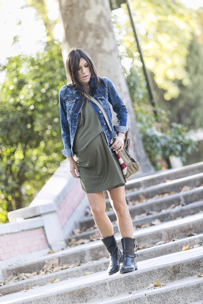 street style barbara crespo customized denim pepe jeans follow my own star fashion blogger outfit blog de moda front row shop
