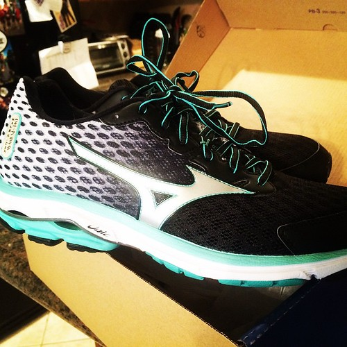 #ad Got my @mizuno #waverider18 today. Too bad it's a rest day. Tomorrow these hit the road! #fitfluential