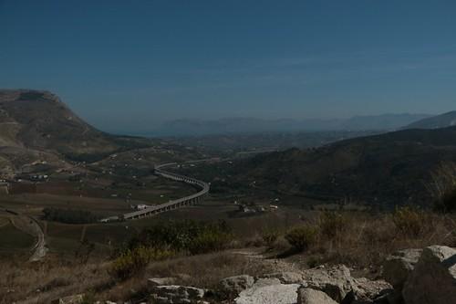 Segesta: il panorama dal teatro greco (ristrutturato dai romani)