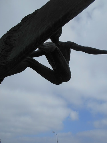 naked surfer statue (4)