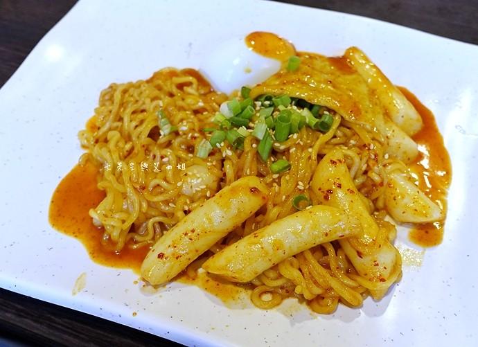 9 江原道韓國料理辣炒年糕拉麵